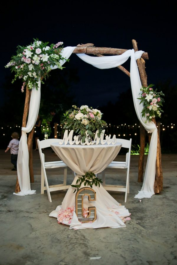 head table with wooden arbor